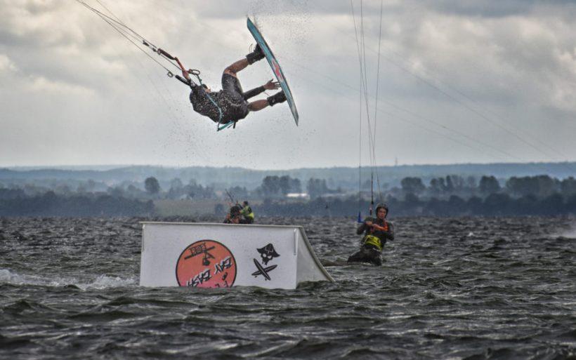 kitesurfing kicker flyn bay bash poland hel