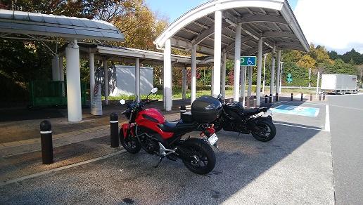 足柄SA(上り)二輪車駐車場