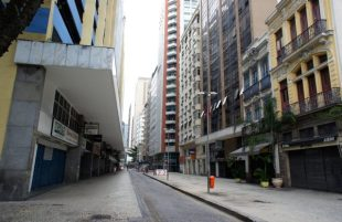 The deserted and somewhat scary streets of Rio's Centro
