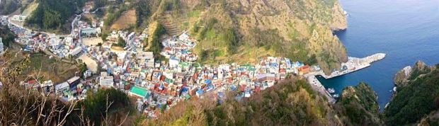 Ulleungdo's Port from above (Wikimedia Commons photo)