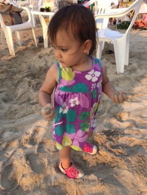 I love throwing sand!