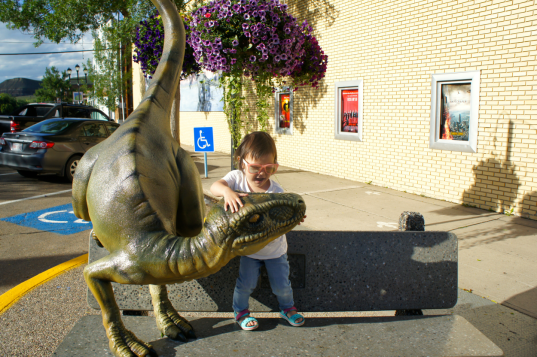 things to do in drumheller, drumheller attractions, drumheller with kids, town of drumheller dino walk