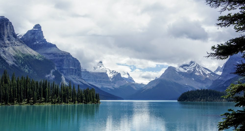 maligne lake and the queen elizabeth ranges, maligne lake cruise