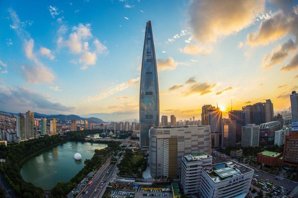 seokchon lake and lotte world tower