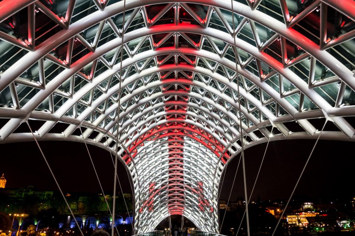 Ночные фотографии Тбилиси: Мост Мира