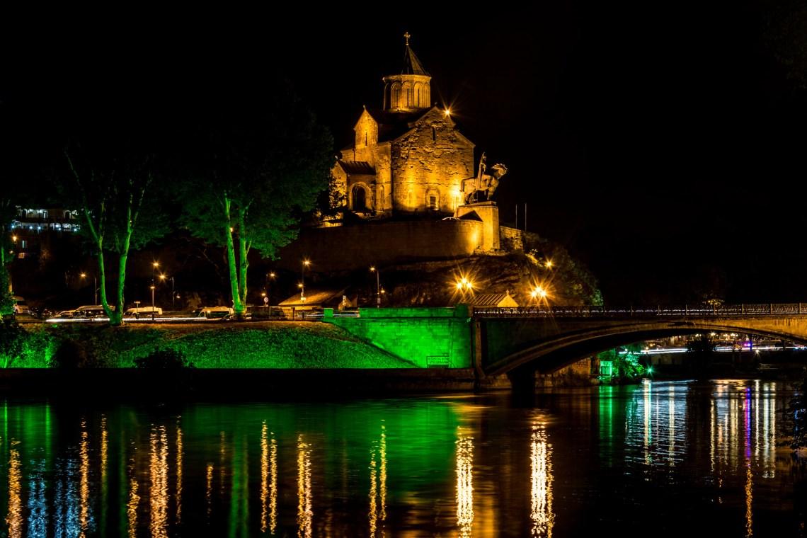 Храм Метехи в Тбилиси ночью