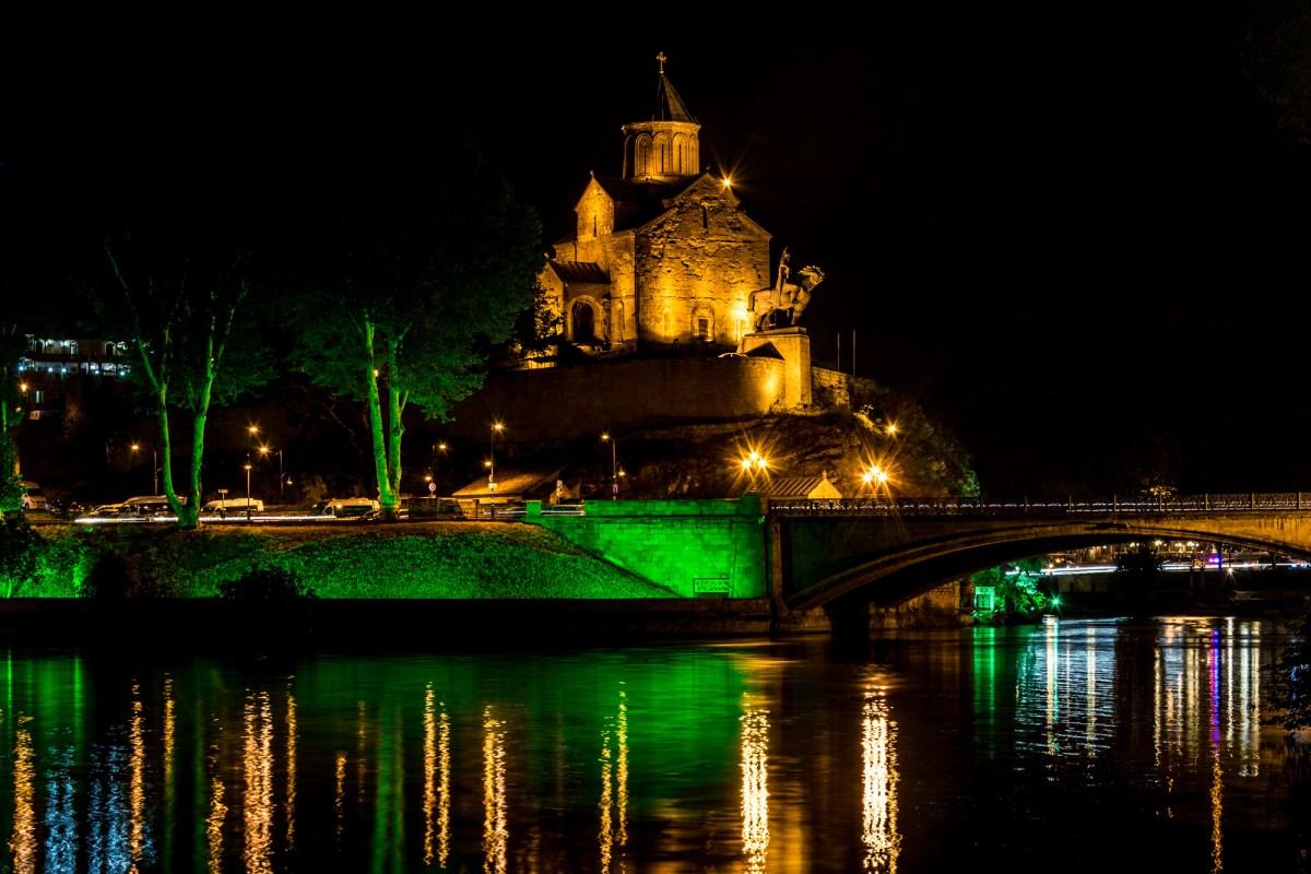 Ночные фотографии Тбилиси: Храм Метехи
