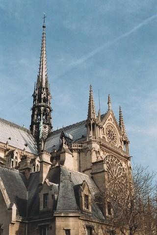 Шпиль собора Парижской Богоматери