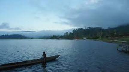 Danau Lindu