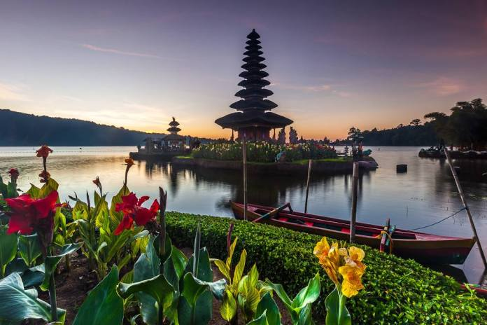 Pura Ulun Danu Beratan is one of Bali's most notable Shaivite temples. Image: https://www.facebook.com/vic.orencia
