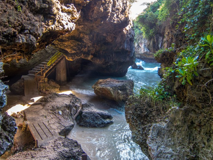 Suluban cave is a secluded inlet of land where a bay of rich, crystal clear waters can be found. Image: www.myprdiaries.com
