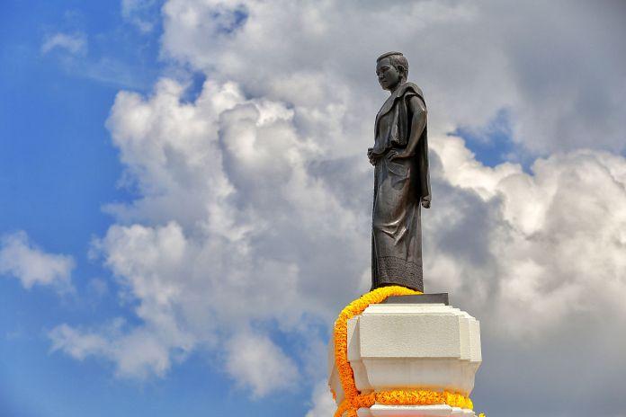 Lady Mo statue