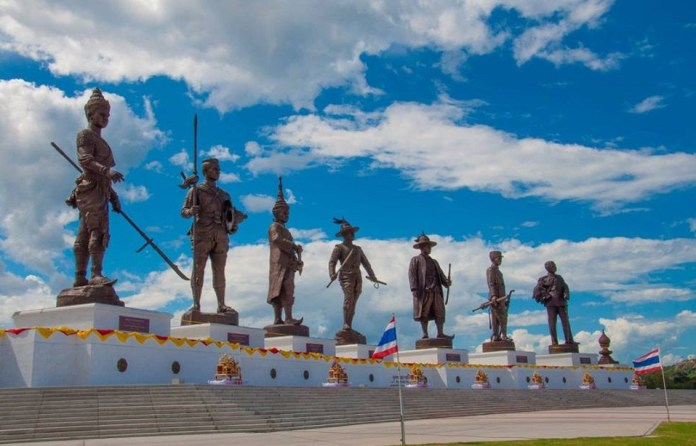 Statues of the kings of Thailand
