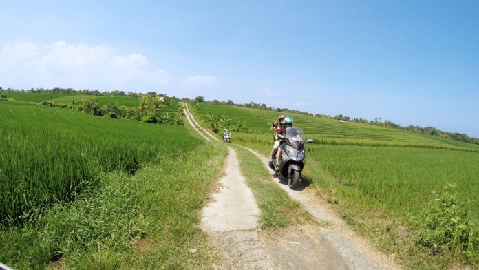 There's no doubt that motorbikes are the predominant form of transportation used by locals. Image: Jimcdn.com