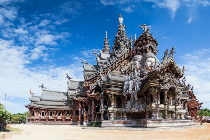 weird things to do in Thailand