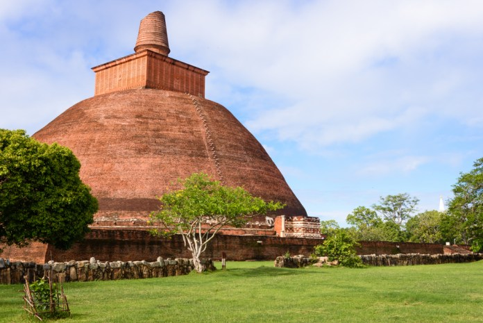 ¡Anuradhapura dates back to 380 B.C. and is one of the best digital nomad spots in Sri Lanka in 2019.