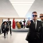 ラグビー界のスターが勢揃い ニュージーランド航空、新作機内安全ビデオ「メン・イン・ブラック×オールブラックス」編を発表