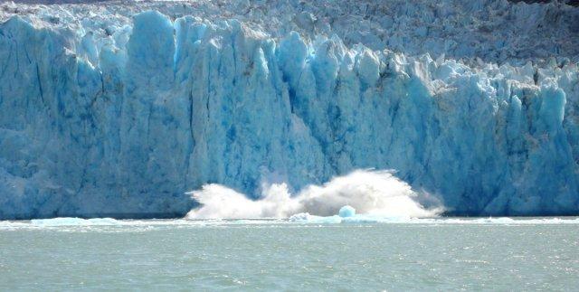 P1060909_Glacier_Calving