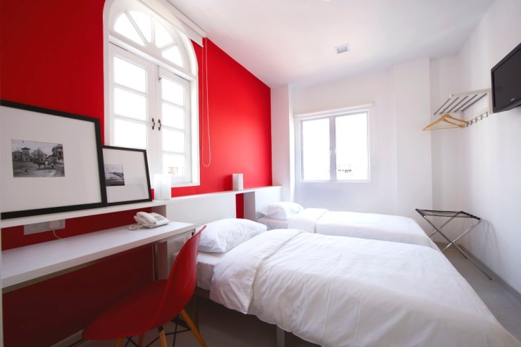Twin room red 2