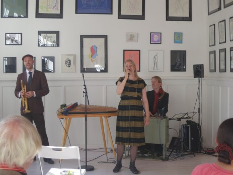 Emmi's Balkan-Finnish band Celenka plays for the gallery opening. fun to hear Bulgarian songs in Finnish.