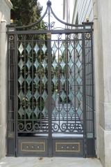 <h5>Stunning entrance. </h5>