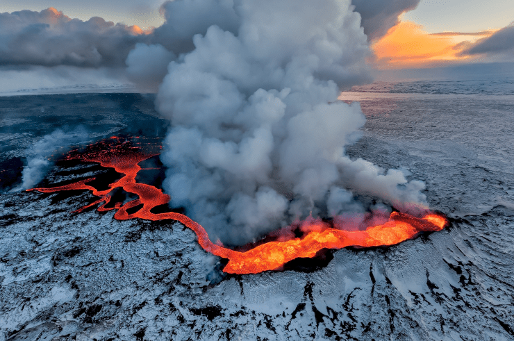 500px-Iceland-Volcano-Iurie-Belegurschi