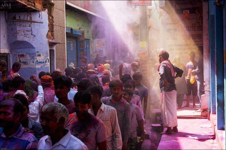 The Holi Light