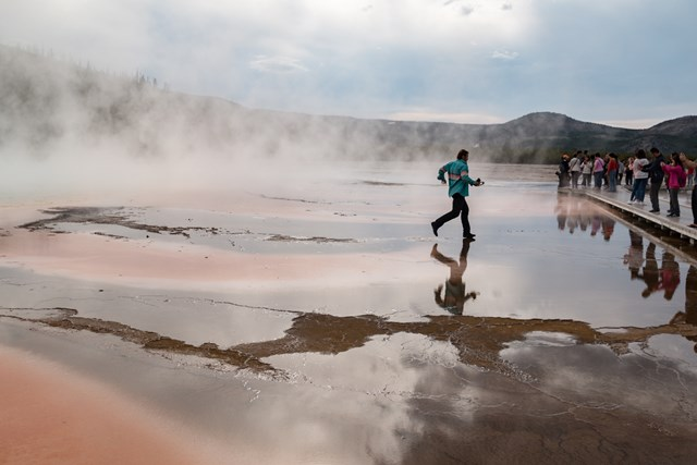 People Walk on Grand Prismatic Spring YellowStone4