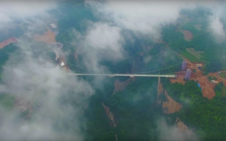 China-Longest-Glass-Bottom-Bridge-2