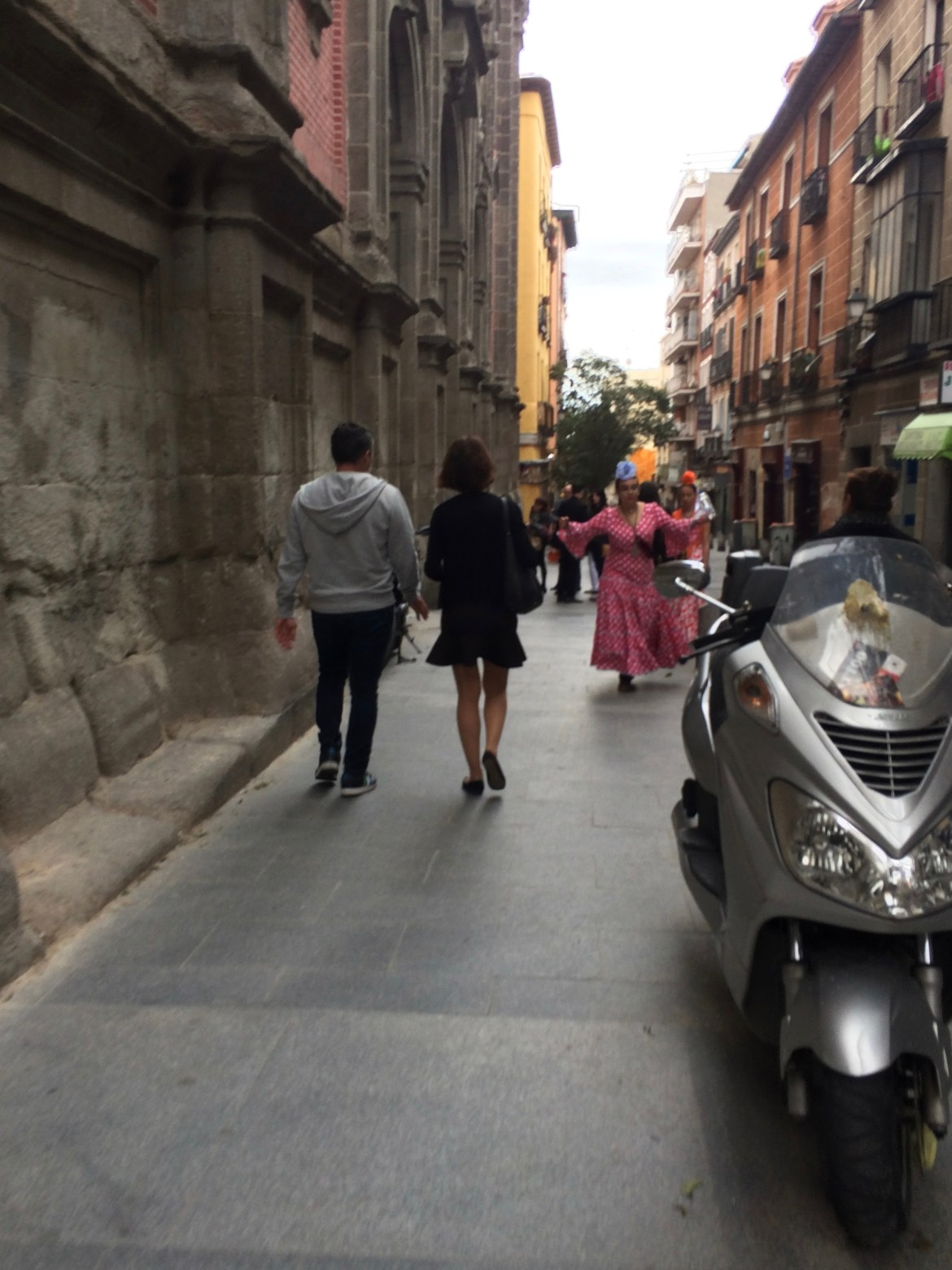vespa-barcelona-spain-travel