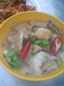 You can choose what you want to eat, either with added mihun/mee or without it. I like the soup so much.... This delicious Yong Tau Foo can find at Gurney Drive :)