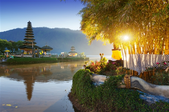 https://i2.wp.com/travel.usnews.com/static-travel/images/destinations/279/bali_pura_ulun_danu_bratan_temple_sun_getty_afriandi.jpg?resize=577%2C385&ssl=1