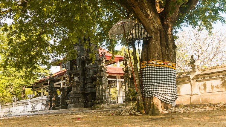 Nusa Lembongan and Nusa Ceningan. Temple on Nusa Lembongan
