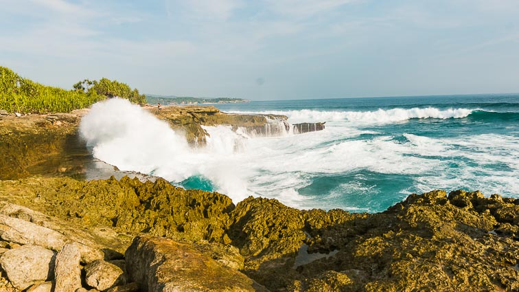 Nusa Lembongan and Nusa Ceningan. Devil's Tear