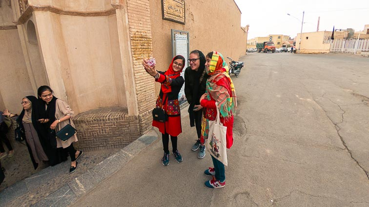 Appropriate clothing in Iran. What to wear in Iran. Selfies with Iranian girls