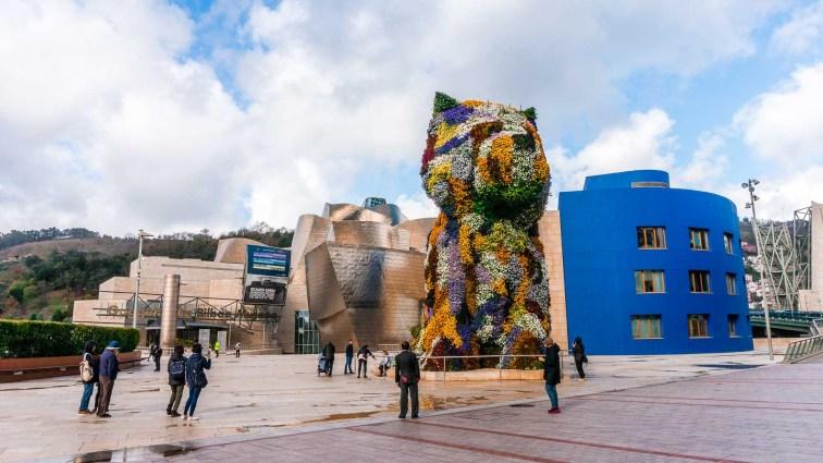 Flower Dog in front of the Guggenheim Museum in Bilbao