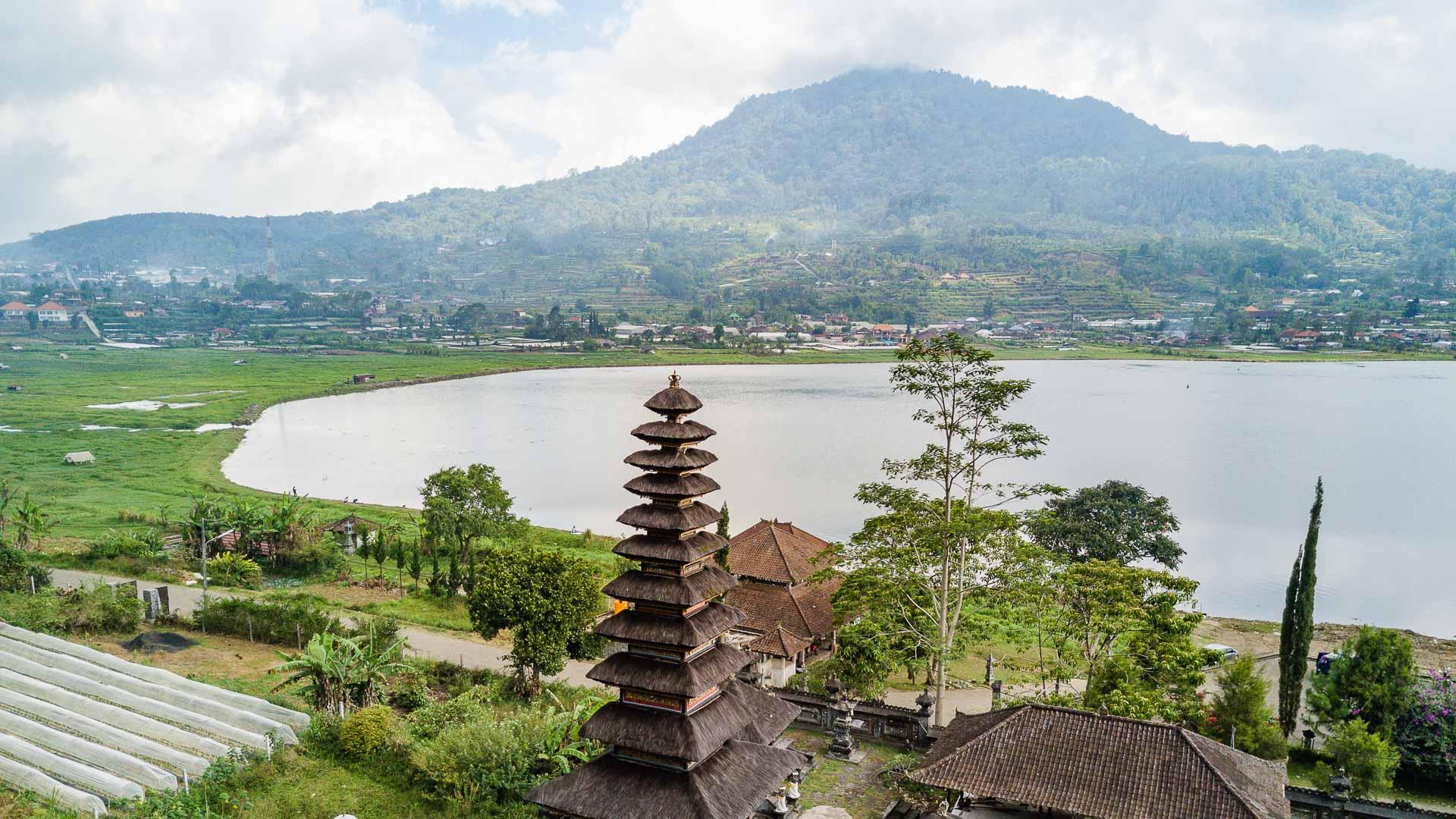 Pura Ulun Danu Buyan near Lake Buyan