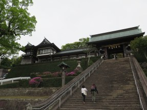 Climbing up Suwa Shrine