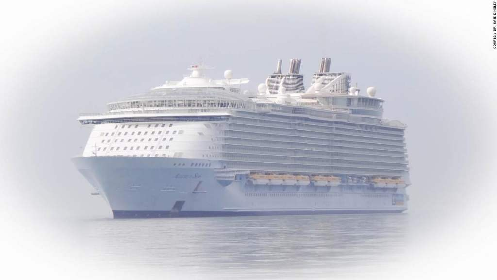 Huge empty 'ghost' cruise ships lure tourists
