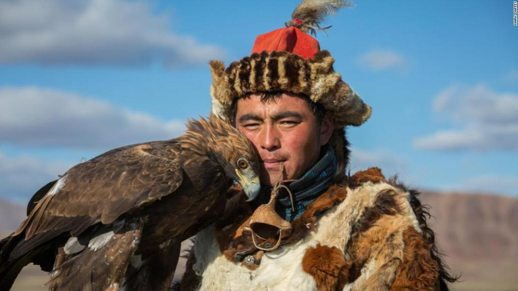 'The girls go crazy over him': Meet Mongolia's most eligible eagle hunter