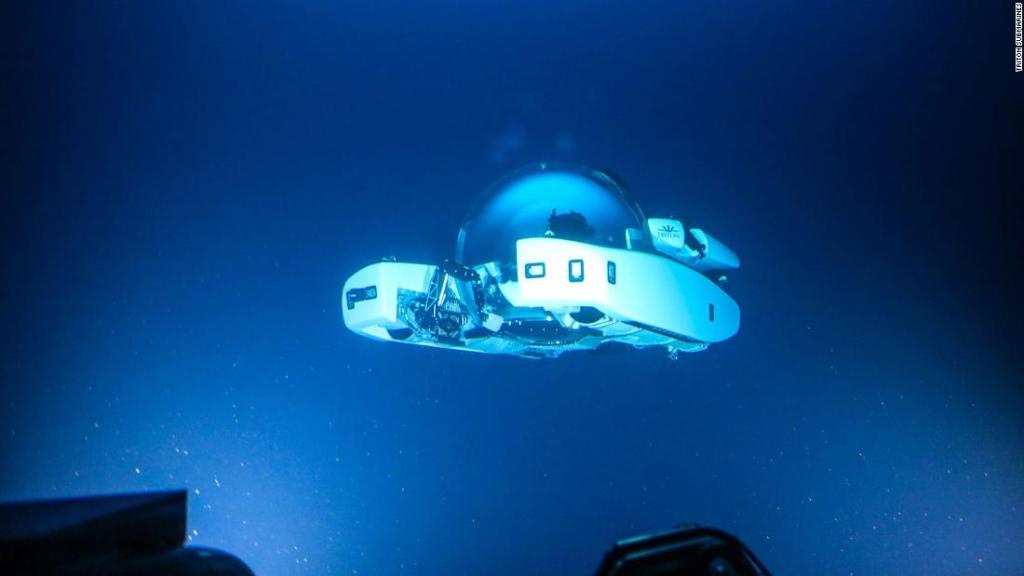 'Salon under the sea' submarine dives to 1,000 meters
