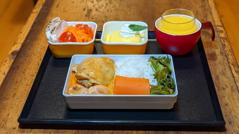 Nik Sennhauser recreates airline food at home