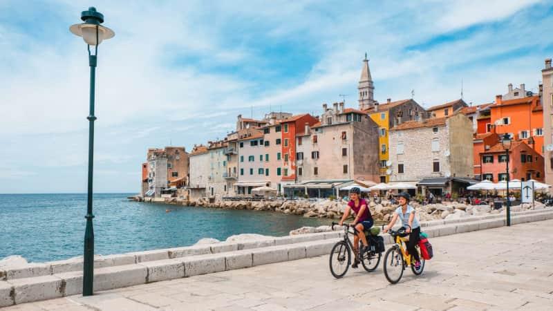 210416182707-cyclists-rovinj-optimized-for-print-ivan-sardi