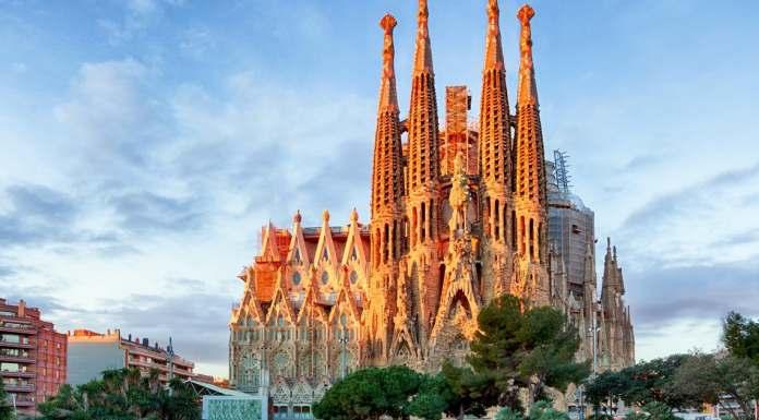 Visiting the Amazing Church in L'Eixample: La Sagrada Familia