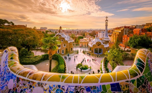 Enjoying the park in Gracia: Park Guell