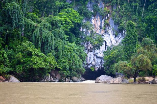 Discover the Tham Kong Lo Cave