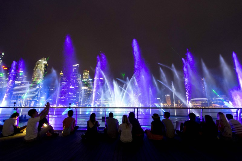 Watch spectra light and water show