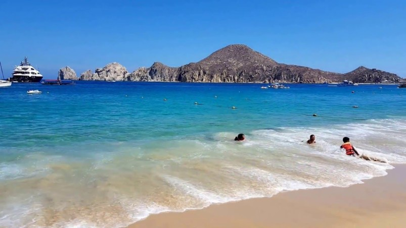 Are there Swimmable Beaches in Cabo?