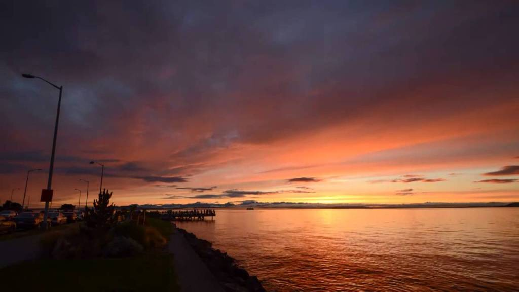 Visit the Alki Beach to catch the sunset