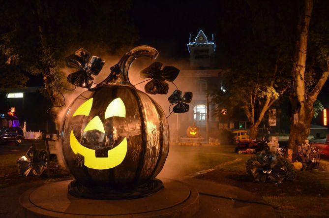 Best Halloween Events The Spirit of Halloweentown Festival in St. Helens, Oregon